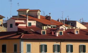 Via Palestro: cade dal tetto 83enne