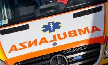 Auto si ribalta all'alba: ferito 21enne