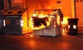 """A fuoco bidoni Aamps nella notte: è il""""serial"""" piromane dei cassonetti?"""