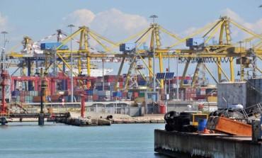 Ambiente: tavolo per ridurre le emissioni in porto