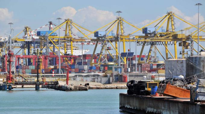 Porto: Cgil, serve una svolta