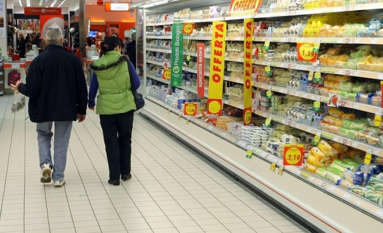 Topi tra gli scaffali, chiuso supermercato