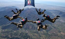 Si apre male il paracadute, gravissimo parà