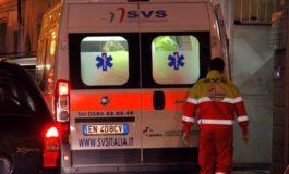 Travolta da un'ambulanza in contromano: grave scooterista