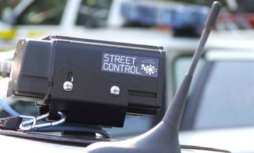 Viaggia senza patente e con l'auto confiscata da Equitalia: maxi multa