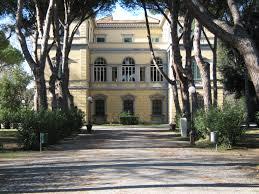 Villa Fabbricotti: il professor Lago presiede il gruppo di lettura