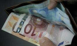 Trova 900 euro e li riconsegna
