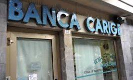 Banche, meno addetti e sportelli