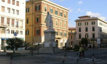 In piazza Cavour con la patente sospesa