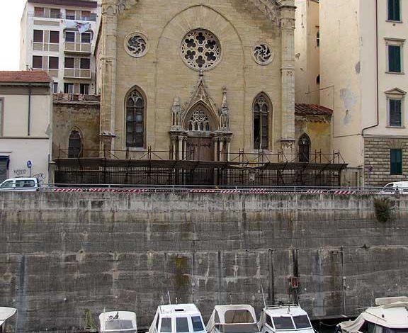 Spalletta del Fosso Reale davanti alla Chiesa degli Olandesi. L'assessore Aurigi sollecita il ripristino