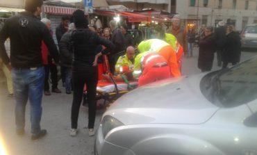Incidente al mercato, scooterista in ospedale