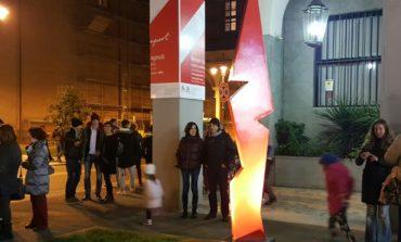 Una statua in Piazza Grande, davanti alla sede della Fondazione Livorno
