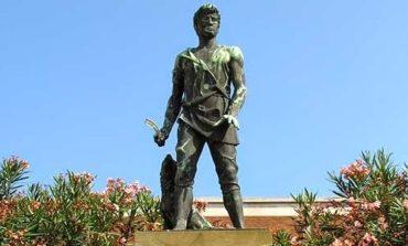 Sondaggio decide il trasferimento della statua del Villano