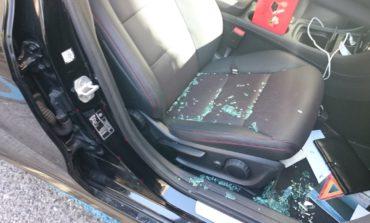 Furto con spaccata sul Romito, tre auto danneggiate