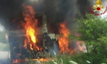 Bus in fiamme. Non ci sono feriti