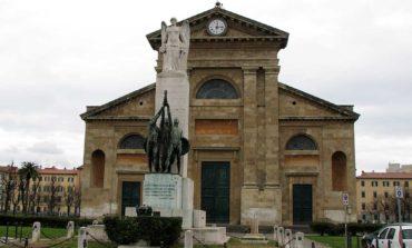 Piazza Magenta, coppia di clochard allontanata dai vigili