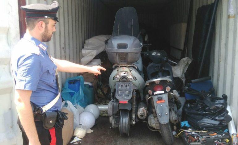 Scooter trafugato in un container, denunciati due senegalesi