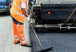Lavori di asfaltatura in via Foscolo