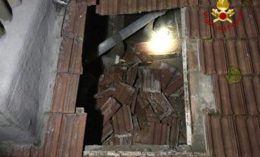 Cede tetto nella notte, evacuate tre famiglie