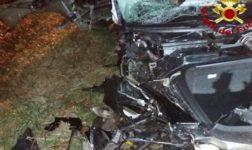 Schianto contro un albero nella notte: muore una donna di 21 anni