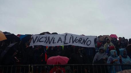 Tifosi del Pisa solidali con Livorno