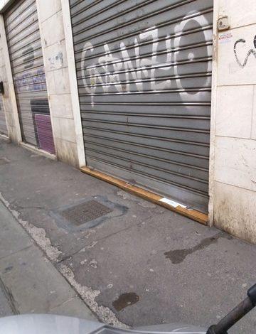 """Saracinesche imbrattate in centro. Confcommercio e Carabinieri: """"Servono denunce tempestive"""""""