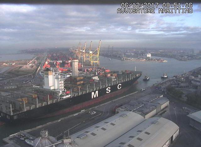 Il gigante Msc Adelaide fa il suo ingresso in porto