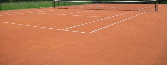Malore mentre gioca a tennis, grave medico dentista