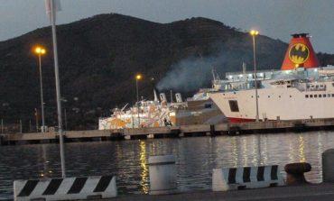 Traghetto urta banchina all'Elba