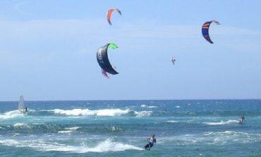 Surfista salvato a un miglio dalla costa