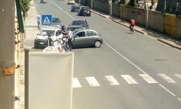 Scontro tra auto in via Provinciale Pisana