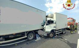 Scontro mortale tra mezzi pesanti in Fi-Pi-Li