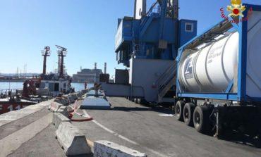 Porto: perdita ipoclorito di sodio da cisterna