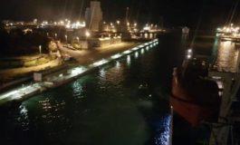 Il porto che cambia: prima grande nave ad uscire in notturna