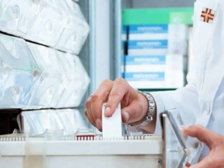 Via libera al restyling della farmacia di piazza Grande