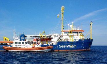 """Sea Watch, Salvetti apre ai migranti. La """"Lega"""" lo accusa di strumentalizzazione"""