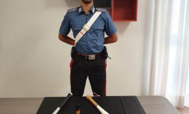 Aggredisce tre carabinieri con un coltello, arrestato