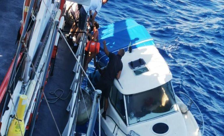 Cabinato in avaria, salve cinque persone