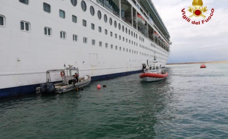 Muore marittimo cadendo in mare mentre lavora a bordo