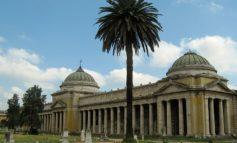 Chiusi i loggiati del cimitero della Cigna