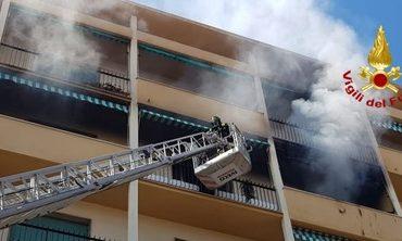A fuoco appartamento in corso Amedeo