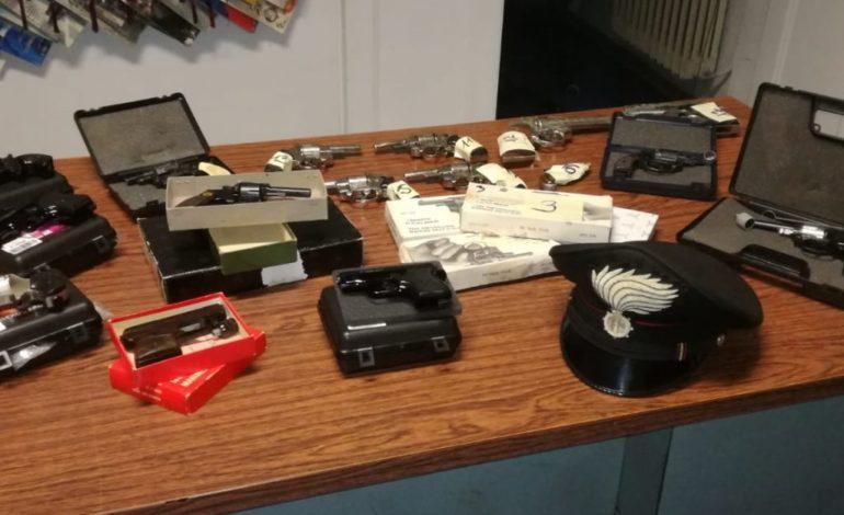 Quattro pistole nell'abitazione: arrestato livornese