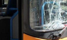 Pullman preso d'assalto da automobilista: sotto choc conducente del bus
