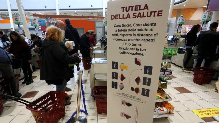 """Cgil: """"Solidarietà alla cassiera insultata al supermercato"""""""