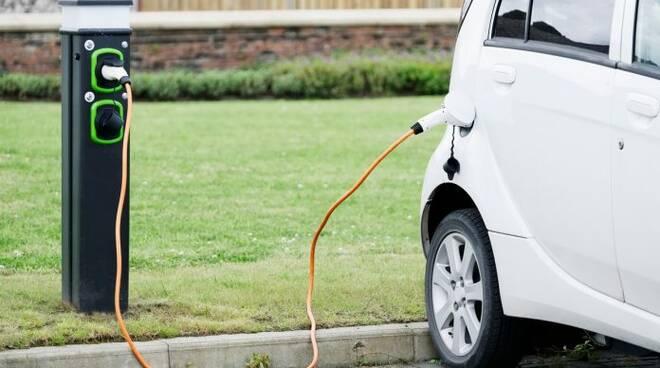 Colonnine auto elettriche, il Comune cerca imprenditori per la gestione