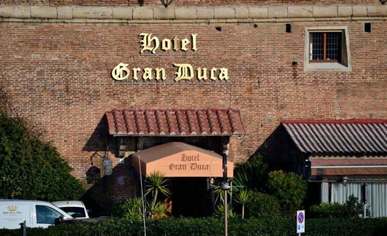 Armato di mazzolo rapina l'hotel Granduca
