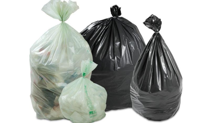 Sacchi di rifiuti abbandonati, multati due esercenti